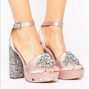 Hollywood platforms with jewels. Pink glittery wow